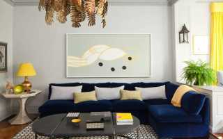 Серые стены синий диван