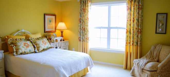 Желтый в интерьере спальни