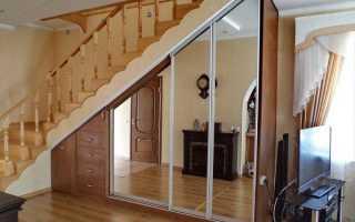 Как сделать перегородку под лестницей