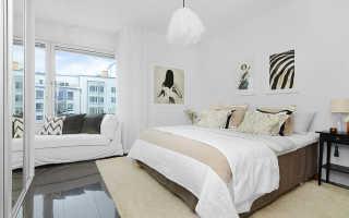 Светлая спальня с яркими акцентами